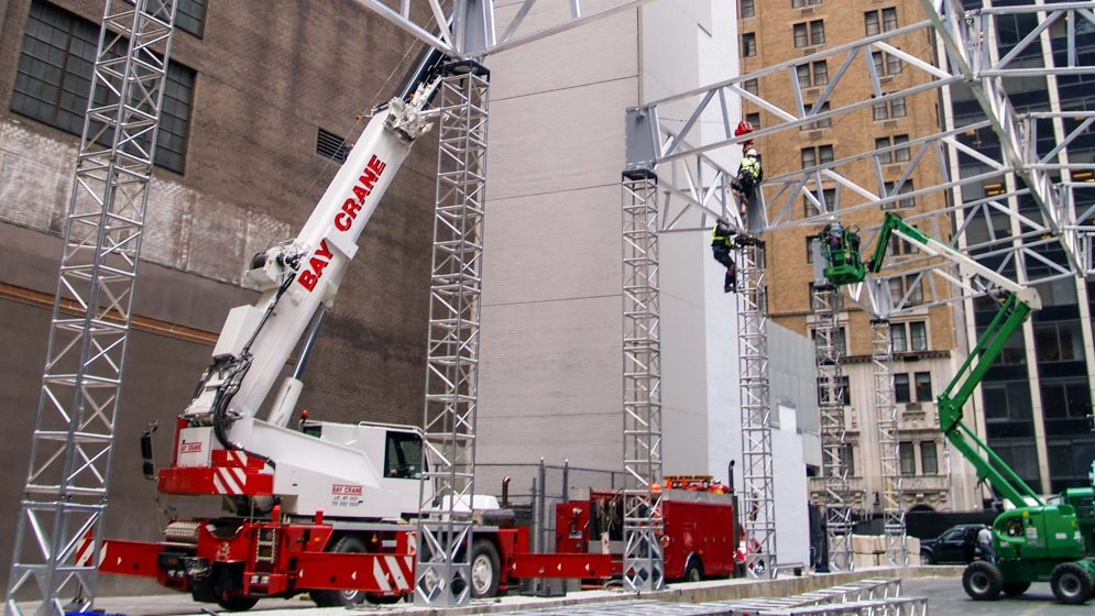 AC 55 crane with a hydraulic expandable