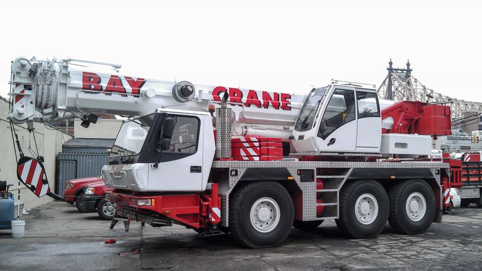 GMK 3050 crane with a hydraulic expandable