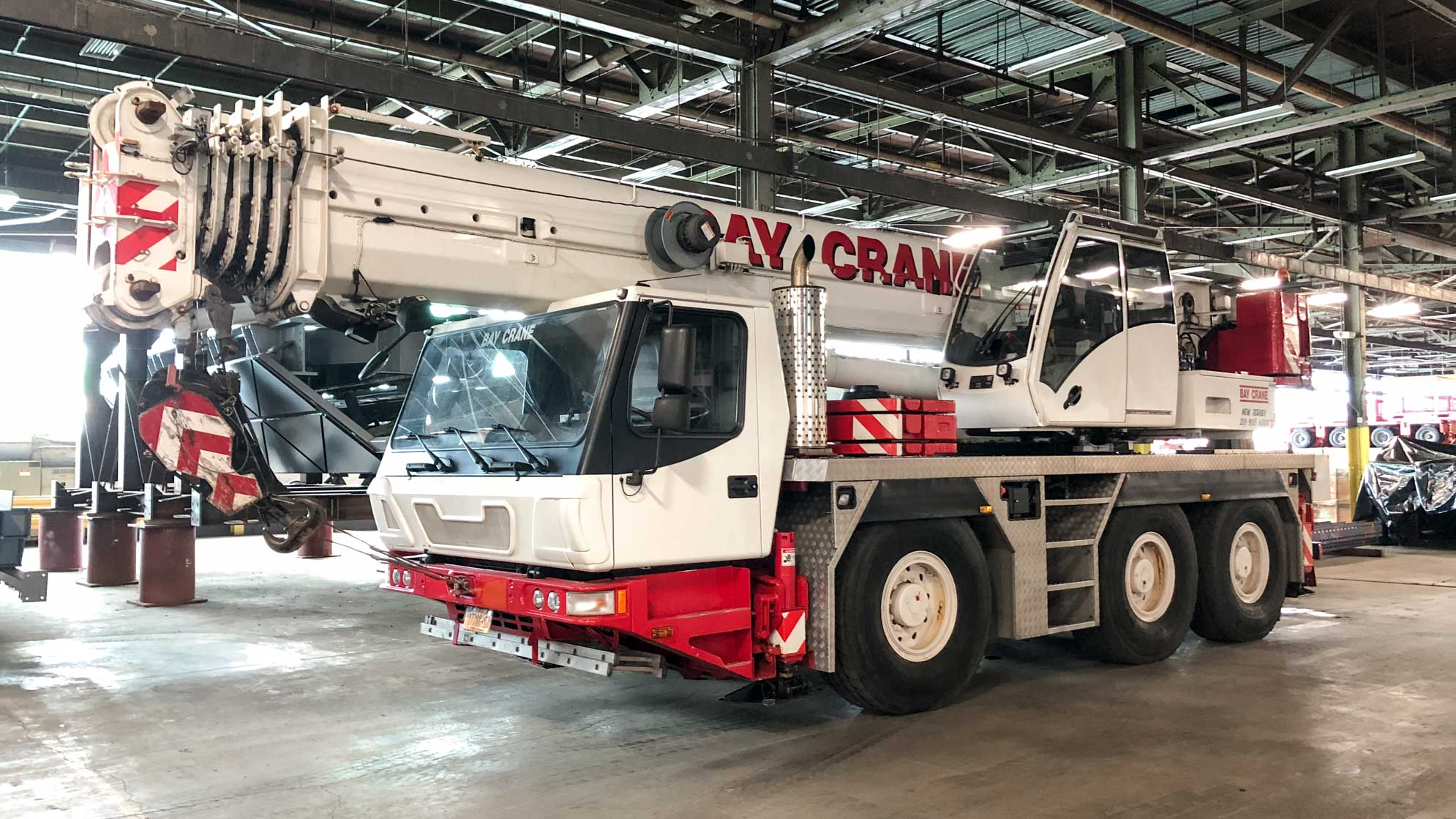 GMK 3055 crane with a hydraulic expandable