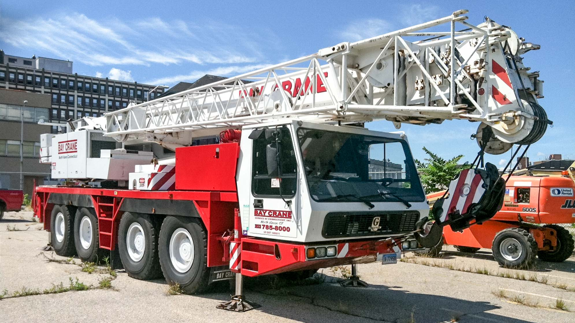 GMK 4100B all terrain crane with a hydraulic expandable