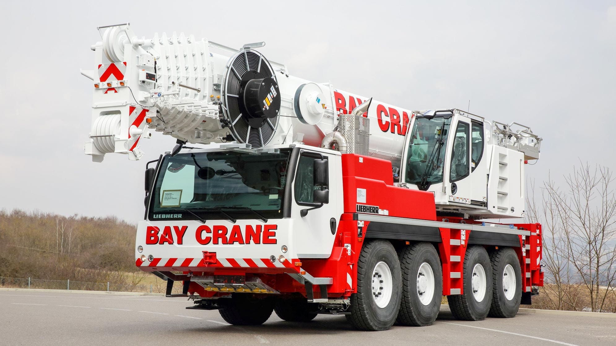 LTM 1100 all terrain crane with a hydraulic expandable