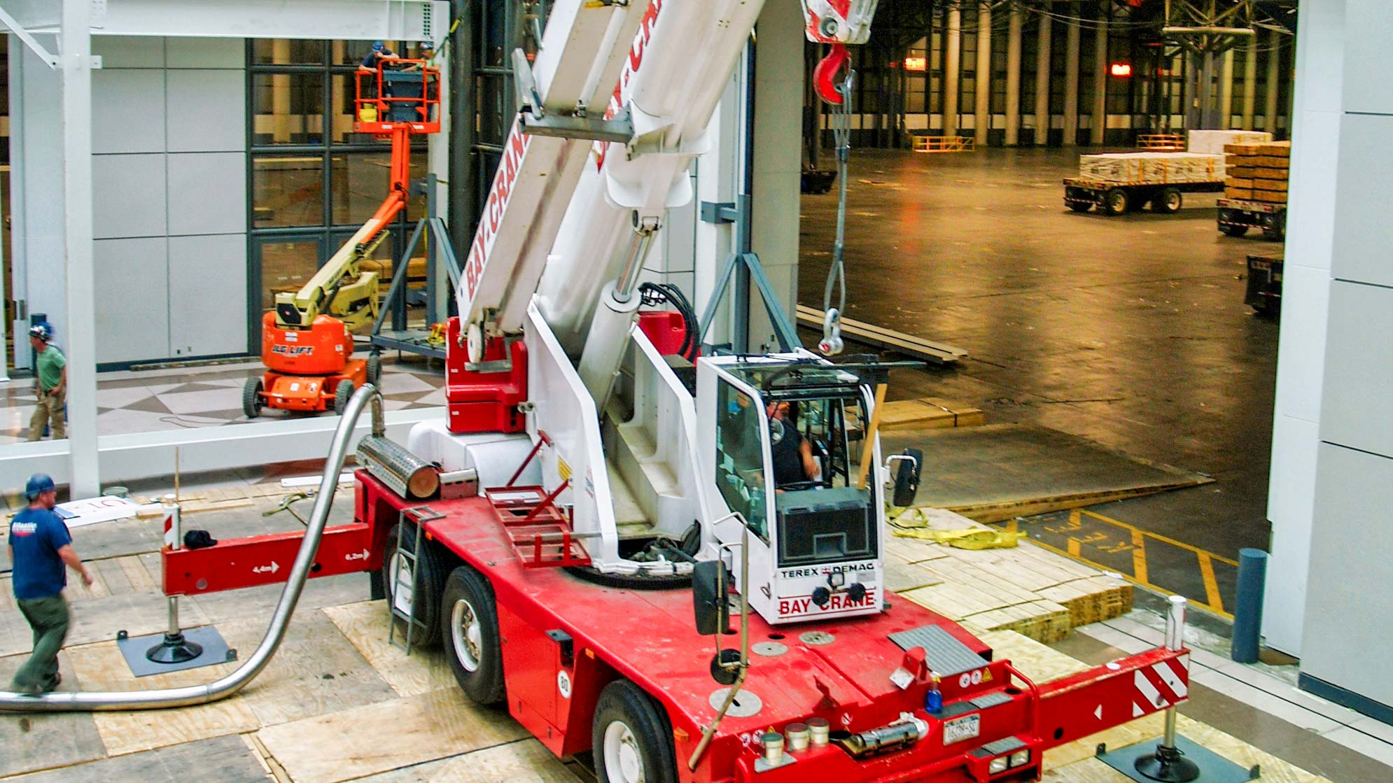 AC 40/1 crane with a hydraulic expandable